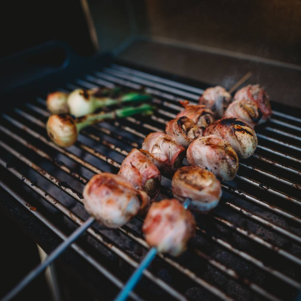Grilled champignons with bacon